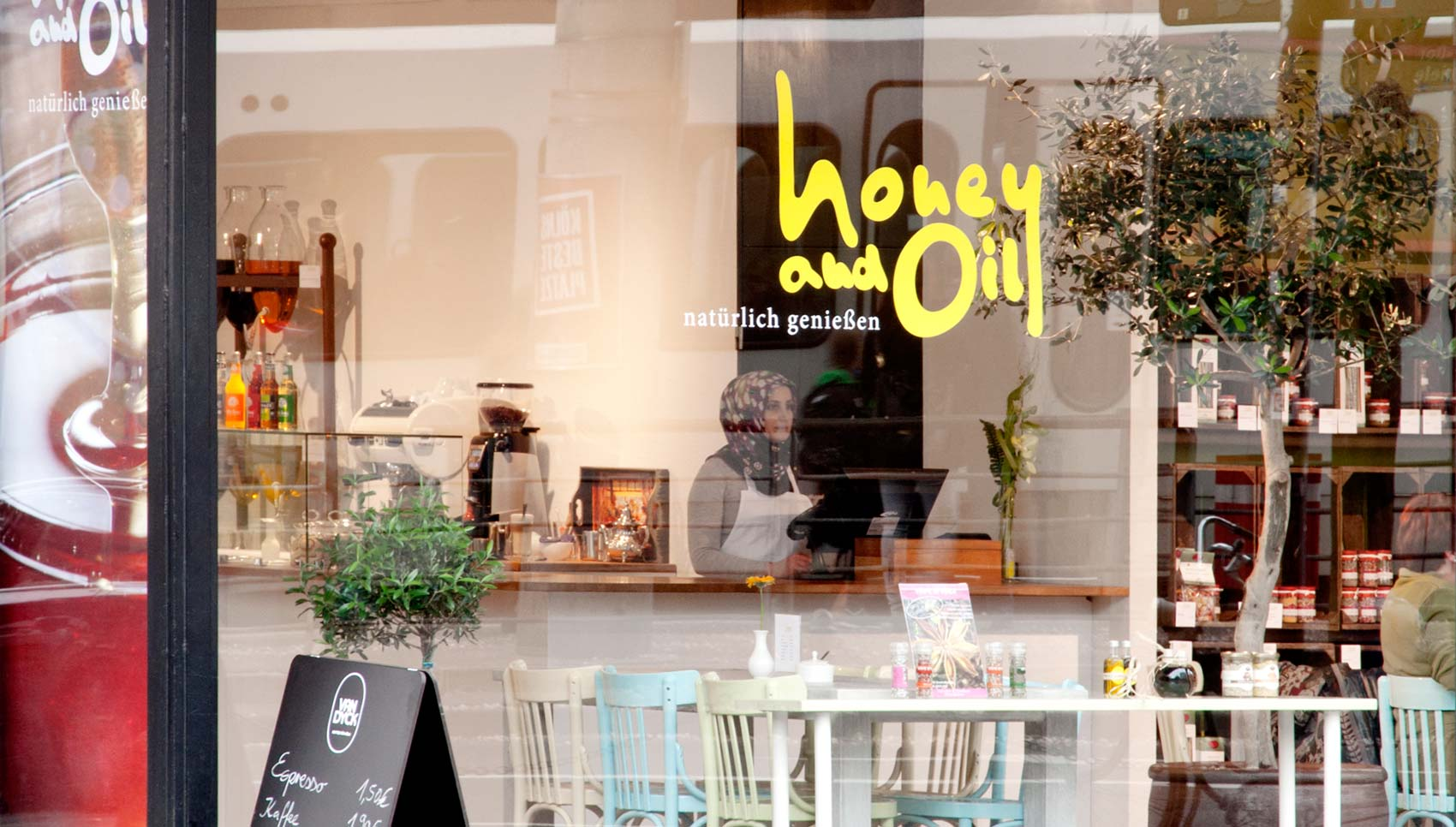 Honey und Oil Corporate Design Inneneinrichtung